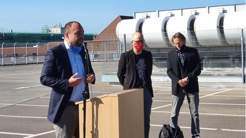 Oberbürgermeister Christian Geselle, Manuel Sauer und Manfred Schollmeyer, Betriebsrat bei Galeria Karstadt Kaufhof in Kassel