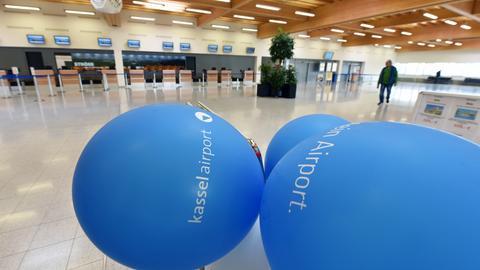 Terminal mit Luftballons im Kassel Airport