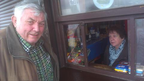 Hermann Lichtnecker und seine Frau Anneliese an ihrem Feldberg-Kiosk