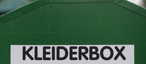 Kleidercontainer mit Aufschrift Kleiderbox
