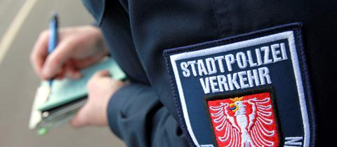 Rund 700.000 Knöllchen werden pro Jahr in Frankfurt an Autofahrer verteilt