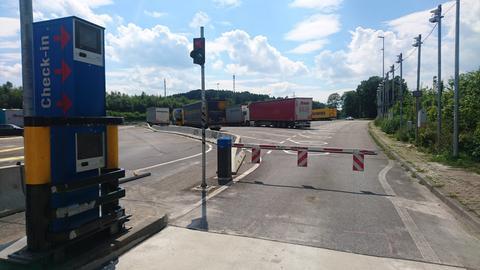 Kolonnenparken für Lkw an Raststätte Montabaur