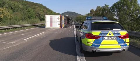 Umgekippter Laster auf der A44 bei Kassel