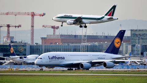 Lufthansa-Flugzeuge am Flughafen Frankfurt