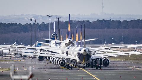 Stehende Lufthansa Flugzeuge