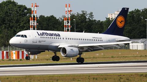 Ein Lufthansa-Airbus A319 bei der Landung