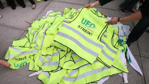 Gelbe Streikwesten der Gewerkschaft Ufo