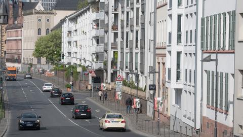 Nördliche Mainuferstraße Mainkai in Frankfurt beim Historischen Museum