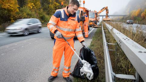 Müllbeseitigung an Autobahnen