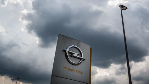 Dunkle Wolken über Opel