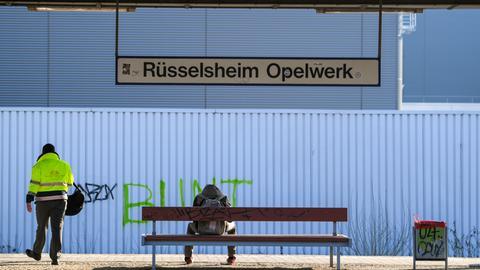 Bahnstation am Opel-Werk in Rüsselsheim