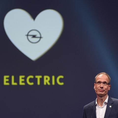 Opel-Chef Lohscheller 2019 bei der Präsentation eines E-Corsa