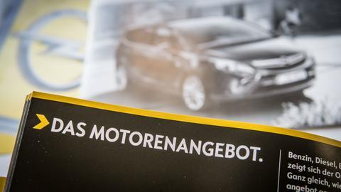 """Werbeprospekt von Opel mit der Aufschrift """"Das Motorenangebot"""""""