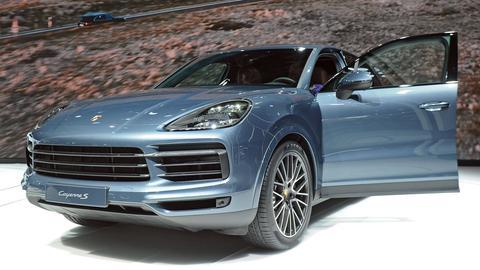 Porsche Cayenne auf einer Ausstellungfläche der IAA