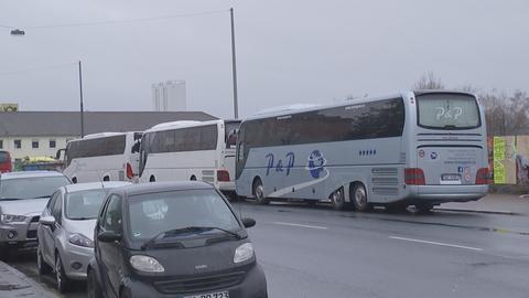Reisebusse unweit des Frankfurter Hauptbahnhofs