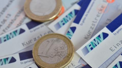 Geld-Münzen auf RMV-Fahrkarten