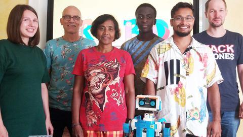 Das Team des Robo-Studios (v.l. Ekatharina Sacharova, Detlev Barthel, Kannika Barthel, Thierry Billy, Max Marthel und Stefan Bartels).