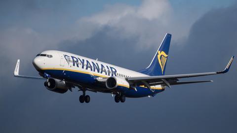 Ryanair-Flugzeug im Anflug