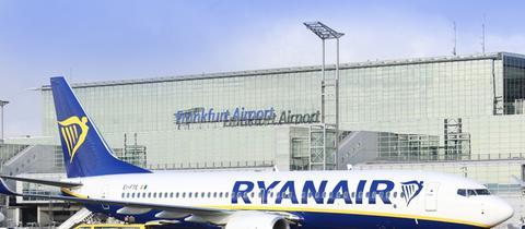 Ryanair-Flugzeug auf Frankfurter Flughafen