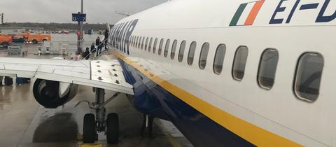 Ryanair-Flugzeug am Frankfurter Flughafen