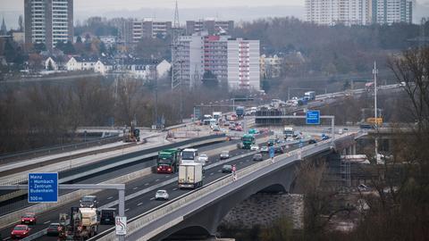 Die Schiersteiner Brücke nach der Freigabe der neuen Brückenhälfte für den Verkehr Ende November.