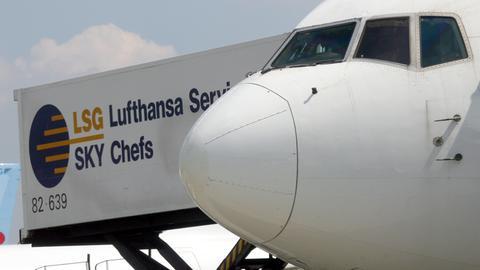 """Skychefs"" beladen Lufthansa-Maschine"