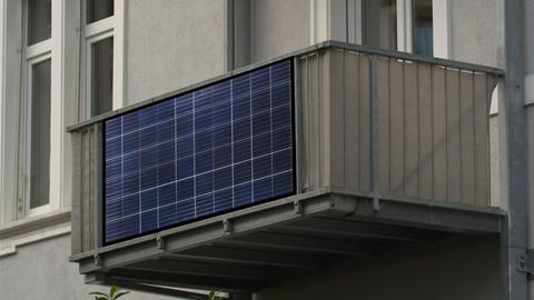Simulation - so sähen die Solarmodule an den Balkonen in Frankfurt aus.