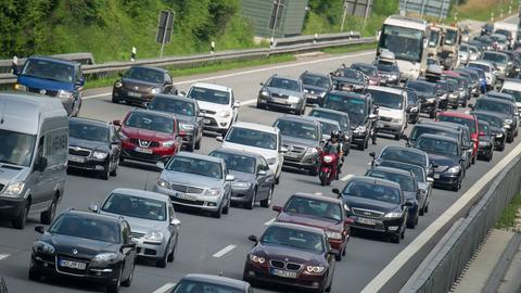 Fahrzeuge im Autobahnstau