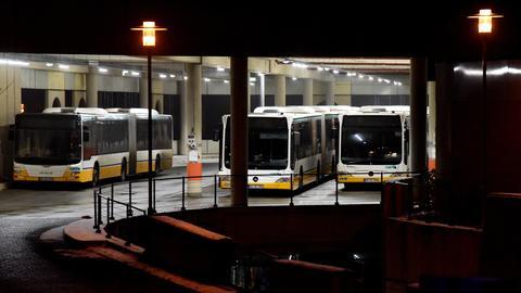 Drei Busse im Busdepot am Darmstädter Böllenfalltor.