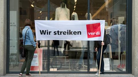 Verdi-Streikende vor H&M