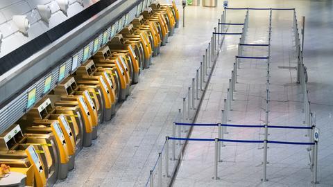 Leere Schalter am Flughafen FFM