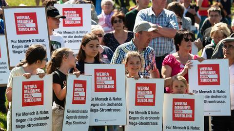 Suedlink-Gegner aus dem betroffenen Werra-Meißner-Kreis nahmen an der länderüberschreitenden Demo in Thüringen teil.