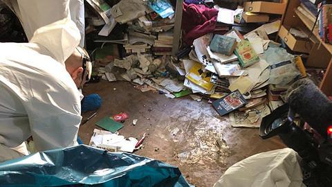 Tatortreiniger bei der Arbeit in einer Frankfurter Messie-Wohnung