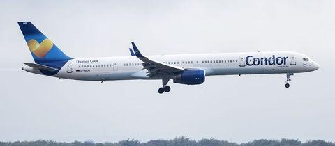 Eine Condor-Maschine im Landeanflug auf den Flughafen Frankfurt