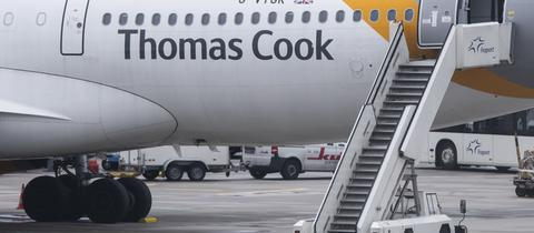 Flugzeug des Reiseveranstalters Thomas Cook auf dem Vorfeld des Flughafens Frankfurt