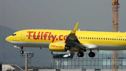 Eine Tui-Maschine landet auf dem Flughafen Frankfurt.