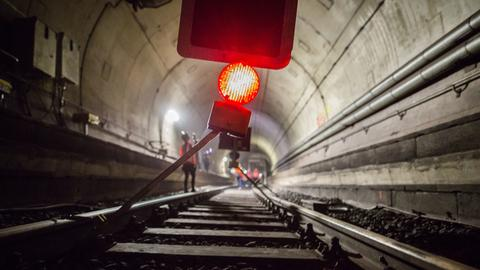 Kein Zugverkehr läuft am Montag in Frankfurt in dem für die Sommerferien gesperrten S-Bahn-Tunnel.