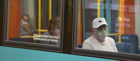 Fahrgäste in einer U-Bahn
