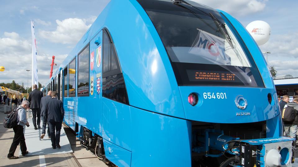 Leise und schadstofffrei RMV präsentiert erstmals Zug mit Wasserstoff-Antrieb