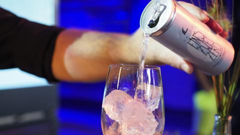 Das Weingut Leitz setzt auf Wein-Dosen mit oder ohne Alkohol
