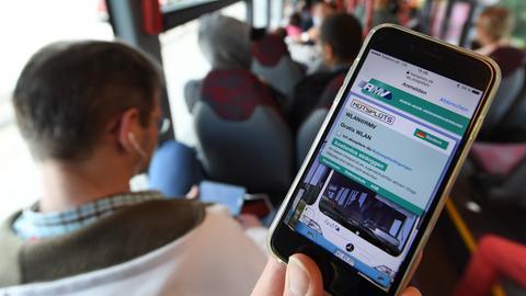 Wlan-Nutzer im Schnellbus X17