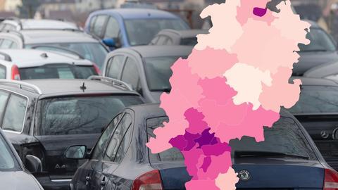 Collage aus Bild von Parkplatz mit vielen Autos und Hessenkarte